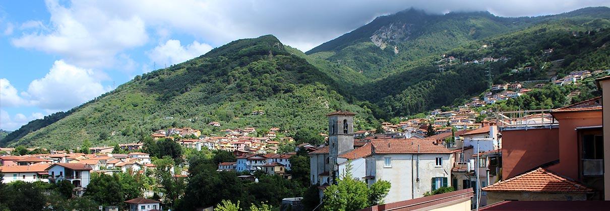 borgodelponte_massa_carrara_vista_monte_tambura