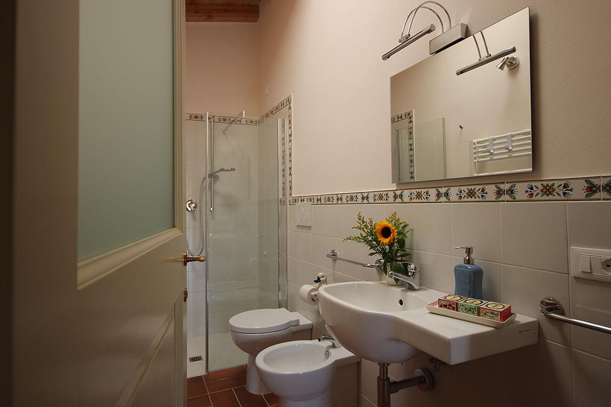 casa_vacanza_borgo_del_ponte_appartamento_cantina_071